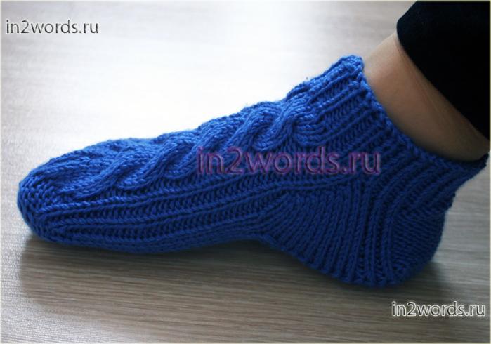 Высокие тапочки или низкие носки с косами на 2 спицах. Домашняя обувь handmade. Вязание спицами.