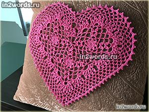 Сердце крючком с цветком в центре