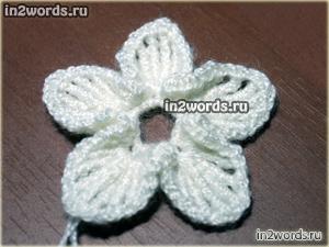Красивый белый цветок handmade. 10 лепестков с каемочкой. Вязание крючком.