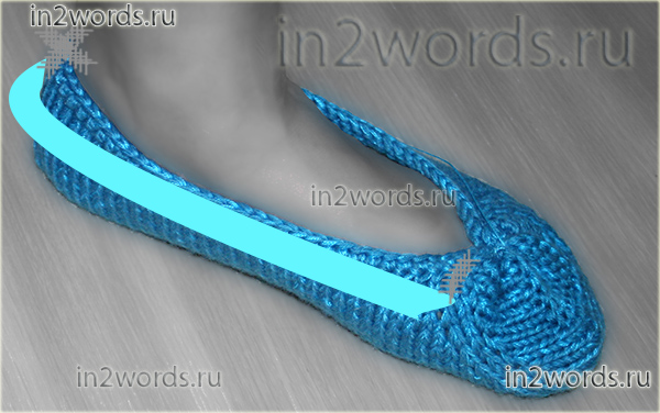 Следки поперек на двух спицах со сборкой и цветком-украшением на мыске. Вязание спицами.