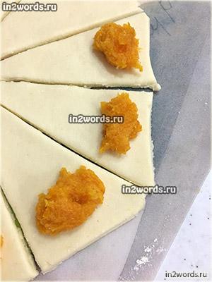 Рецепт домашних круассанов (рогаликов) из бездрожжевого творожного теста с начинкой из сухофруктов (курага, манго, ананасы).