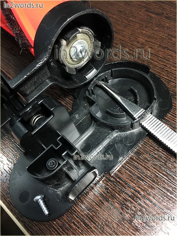 Часть 4 - недостатки, очистка и как разобрать турбо-щетку Turbo Action Brush handstick пылесоса Samsung SS80N8076KC (SS80N8016KL, SS80N8014KR).