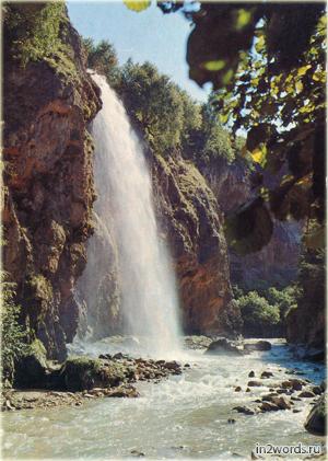 Аликоновское ущелье. Скалы. Медовый водопад. Россия, Кисловодск.