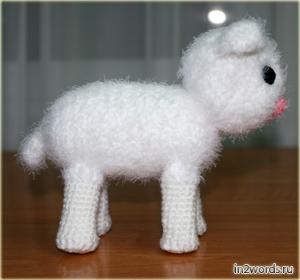 Lamb hecho a mano coño. Crochet. Amigurumi arte.